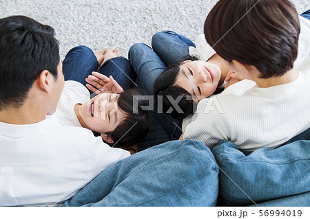 家族 親子 ファミリー 女性 子供 56994019