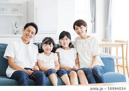 家族 親子 ファミリー 女性 子供 56994034