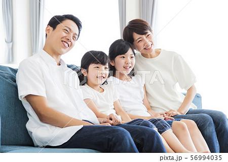 家族 親子 ファミリー 女性 子供 56994035