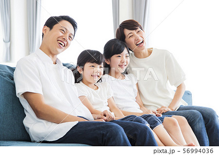 家族 親子 ファミリー 女性 子供 56994036