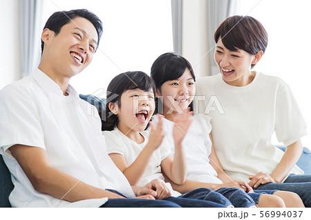 家族 親子 ファミリー 女性 子供 56994037