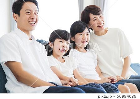 家族 親子 ファミリー 女性 子供 56994039