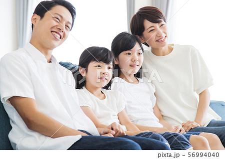 家族 親子 ファミリー 女性 子供 56994040