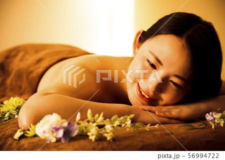 エステ 女性 ビューティー 美容 エステサロン 56994722