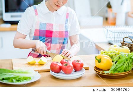キッチン 56994769