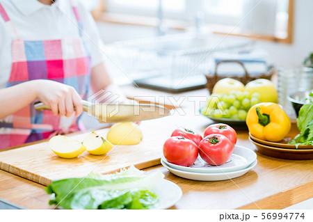 キッチン 56994774