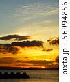 雲が印象的な夕焼け空 56994856