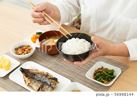 シニア 食事 56998144