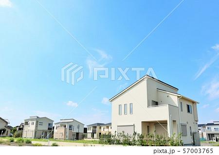青空と新築の家 57003765
