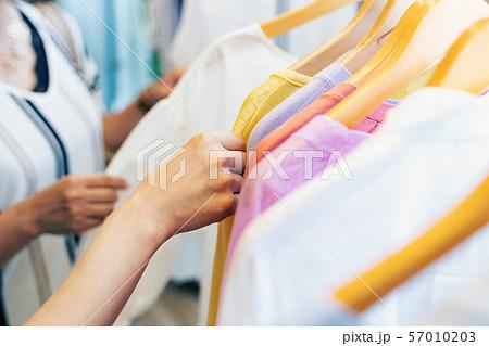 ショッピング アパレル 洋服 女性 57010203