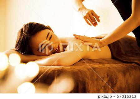 エステ 女性 ビューティー 美容 エステサロン 57016313
