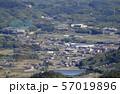 三豊市高瀬町麻の麻小学校付近を北から南に俯瞰する 57019896