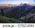 (群馬県)荒涼とした万座の山並み 夕景 57021694