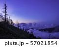 (群馬県)荒涼とした万座・立ち枯れた木 夕景 57021854