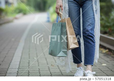 女性 紙袋 ショッピング ショップバッグ 57051318