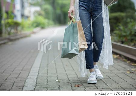 女性 紙袋 ショッピング ショップバッグ 57051321