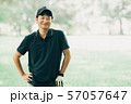 ゴルフ スポーツ 趣味 余暇 日本人ミドル男性 新緑 初夏 57057647