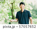 ゴルフ スポーツ 趣味 余暇 日本人ミドル男性 新緑 初夏 57057652