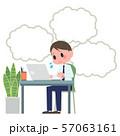 ノートパソコンを操作する男性 吹き出し 57063161