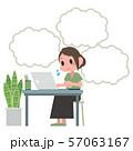 ノートパソコンを操作する女性 吹き出し 57063167