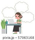 ノートパソコンを操作する女性 吹き出し 57063168