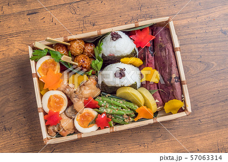 ピクニックのおべんとう Picnic lunch (outdoor bento) 57063314
