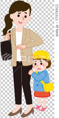 登園する親子 泣く子供 57076912