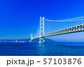 [兵庫県の風景] 快晴の青空をバックに撮影した神戸と淡路を結ぶ明石海峡大橋(別名:パールブリッジ) 57103876