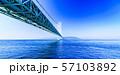 [兵庫県の風景] 快晴の青空をバックに撮影した神戸と淡路を結ぶ明石海峡大橋(別名:パールブリッジ) 57103892