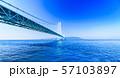 [兵庫県の風景] 快晴の青空をバックに撮影した神戸と淡路を結ぶ明石海峡大橋(別名:パールブリッジ) 57103897