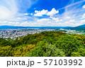 [日本の観光イメージ] 関西の中心であり観光都市である京都の北側を望むパノラマビュー 57103992