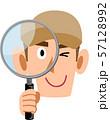 虫眼鏡を覗く労働者、スタッフの男性 57128992