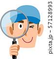 虫眼鏡を覗く労働者、スタッフの男性 57128993