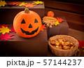 ハロウィン カボチャ お菓子 おもちゃカボチャ ハロウィーンイメージ 57144237