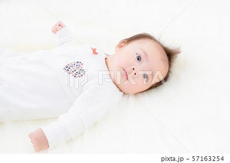 赤ちゃん 女の子 57163254