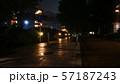 雨が降る住宅街の帰り道 57187243