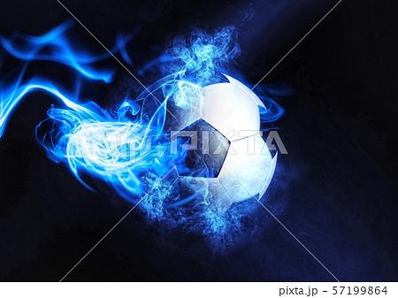 青白い煙に包まれたサッカーボール 57199864