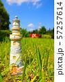 ミニチュアの灯台と爽やかな風景 57257614