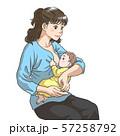 授乳する若い母親 57258792