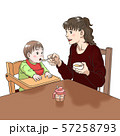 離乳食を食べさせる若い母親 57258793