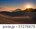 《鳥取県》鳥取砂丘の夜明け 57276679