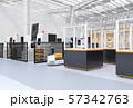 AGV無人搬送車、マシニングセンタ、ロボットセルトユニットがあるスマート工場のコンセプトイメージ 57342763