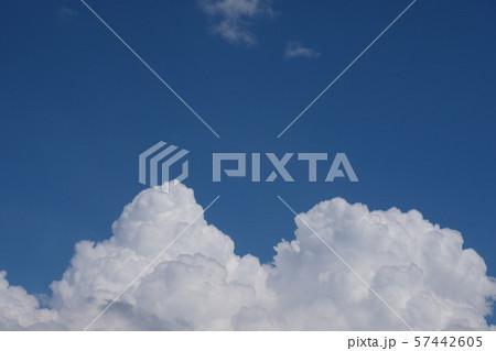 青空と積乱雲 perming 空と雲の写真素材 57442605