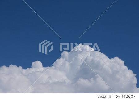 青空と積乱雲 perming 空と雲の写真素材 57442607
