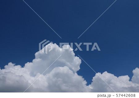 青空と積乱雲 perming 空と雲の写真素材 57442608
