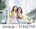 女性 若い ショッピングの写真 57442756
