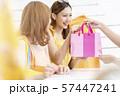 女性 ショッピング 57447241