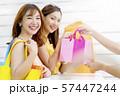 女性 ショッピング 57447244