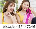 女性 ショッピング 57447246
