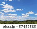 青空と雲の背景素材 暑中見舞い テンプレート 57452585